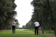Golfschwingen im riva dei tessali stockbild