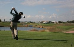 Golfschwingen in Vilamoura Stockbild