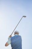 Golfspelare som tar ett skott Royaltyfria Foton