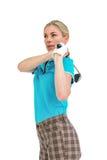 Golfspelare som tar ett skott Fotografering för Bildbyråer