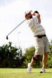 Golfspeler met kniesteun. Stock Foto's
