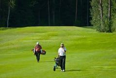 Golfspeler twee op golf feeld Stock Afbeeldingen