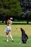 golfspelkvinna royaltyfri bild