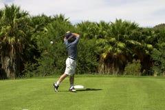 Golfspieler auf dem Stückkasten. Stockfoto