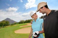 Golfspieler auf Golfplatz Stockbild