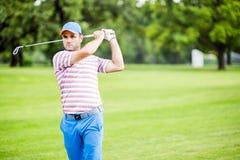 Golfspieler, der Vorher-Nachher-Foto übt und konzentriert Stockfotografie