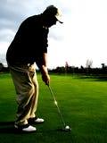 Golfspieler am Sonnenuntergang Stockfotos