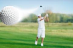 Golfspieler und Golfball stockbilder