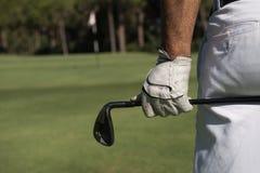 Golfspielerabschluß herauf Hand und Fahrer von der Rückseite Stockfotos