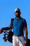 Golfspielerporträt am Golfplatz auf Sonnenuntergang Lizenzfreie Stockbilder
