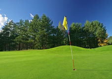 Golfspielplatz am sonnigen Tag Stockbild