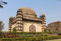 Golgumbaz侧视图在formarly维贾耶普拉Bijapur的 库存图片