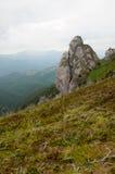 Goliat Tower en las montañas de Ciucas, Rumania Foto de archivo libre de regalías