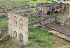Golkonda堡垒,海得拉巴被破坏的墙壁  免版税库存图片