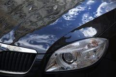 Golpe del hielo, coche negro dañado Fotos de archivo