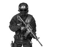 GOLPE VIOLENTO del oficial de policía de los ops de espec. fotos de archivo libres de regalías
