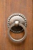 Golpeador de puerta antiguo Imágenes de archivo libres de regalías