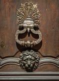 Golpeador de puerta antiguo de la cabeza del león Fotografía de archivo libre de regalías