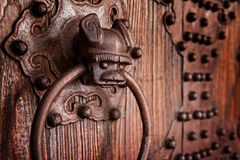 Golpeador de puerta chino antiguo Imágenes de archivo libres de regalías