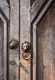 Golpeador de puerta del león Fotografía de archivo libre de regalías