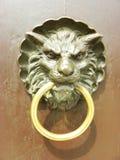 Golpeador de puerta del león Foto de archivo