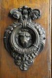 Golpeador de puerta del león Fotos de archivo