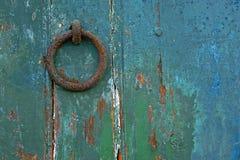 Golpeador de puerta oxidado foto de archivo