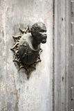 Golpeador de puerta viejo Fotos de archivo