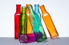 Golpeando las botellas abajo como un mercado común estrelló por una cadena de la reacción Imagen de archivo libre de regalías