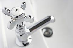 Golpecito caliente en el lavabo de mano Foto de archivo