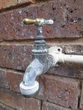 Golpecito de agua al aire libre por Kambas Foto de archivo