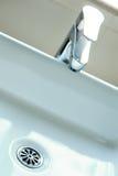 Golpecito de agua moderno Imagenes de archivo