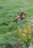 Golpecito de agua viejo del jardín Foto de archivo libre de regalías