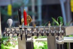 Golpecito de la cerveza Imagen de archivo