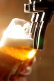 Golpecito de la cerveza Fotos de archivo