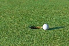 Golpecito del golf adentro Foto de archivo libre de regalías