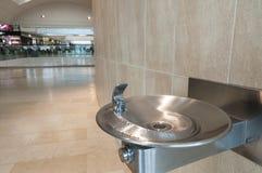 Golpecito del metal del agua potable directa Imágenes de archivo libres de regalías