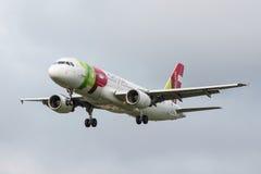 GOLPEE LIGERAMENTE el avión de las líneas aéreas Fotografía de archivo