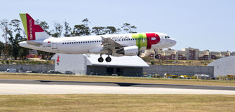 GOLPEE LIGERAMENTE PORTUGAL AIRBUS 320 Fotos de archivo
