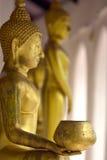 Golpee para Buda, mano de Buda de oro en el templo en Tailandia Fotografía de archivo