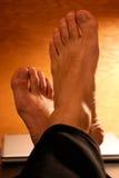 Golpee sus pies con el pie para arriba Imagen de archivo