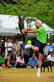 Golpee una bola con el pie en el juego del voleibol del retroceso, takraw del sepak Imagen de archivo