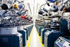 Golpeia máquinas de confecção de malhas Imagem de Stock Royalty Free
