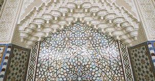 Golpeteo hermoso en el mihrab en la gran mezquita de Estrasburgo metrajes