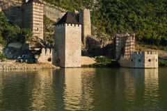 Golubac fästningsikt från ett skepp på Danube River Royaltyfria Bilder
