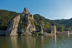 Golubac fästningsikt från ett skepp på Danube River Fotografering för Bildbyråer