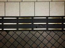 Golv för gångtunnelstation Arkivbild
