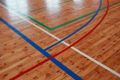 Golv för inomhus domstol för basketkorridor wood arkivfoton