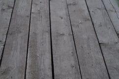 Golv från gamla gråa bräden Arkivbilder