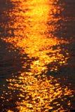 Golven bij Zonsondergang Royalty-vrije Stock Foto's